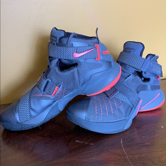 newest collection a8a2a 0a661 NIKE Lebron Soldier 9 grey Basketball Shoes